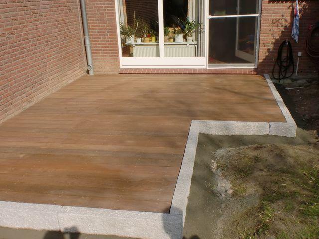 Holzterrasse mit Treppe und Weg aus Lärche Terrassen len